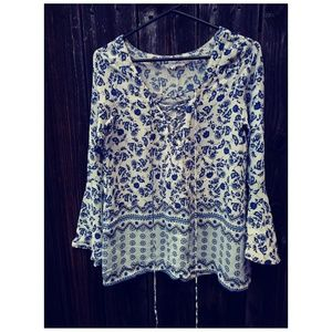 Olivaceous blue\white\floral\bellsleeve Top M
